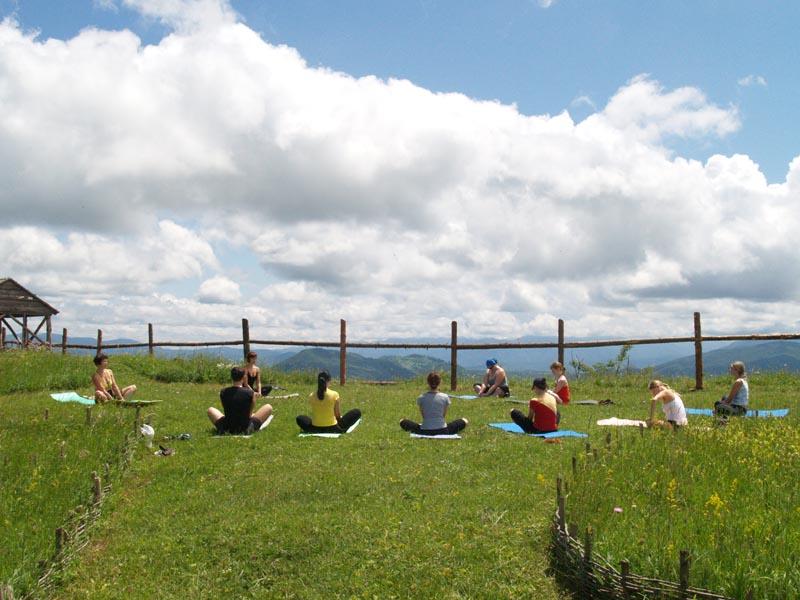 Йога – отличный вид спорта для пожилых людей