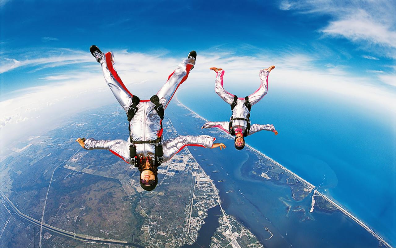 Прыжки с парашютом – выбираем аэроклуб